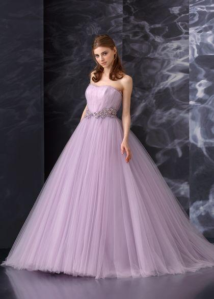 1dc5325a59372 エレガントで気品ある色ならラベンダーパープルのドレス♡ビジューを取り入れたカラードレスまとめ一覧♡