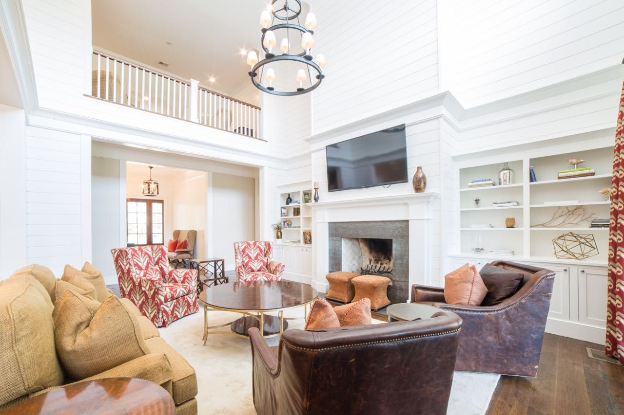 Southern Style Living Room | Beautiful Interior Design | Living Room ...