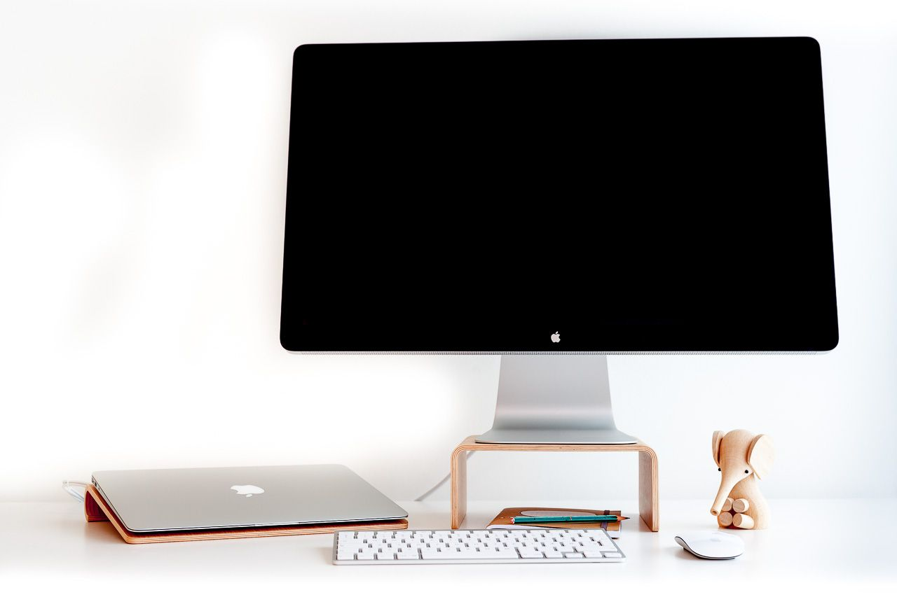 iMac & Apple Display Stand in Sustainable Wood - Nordic Appeal