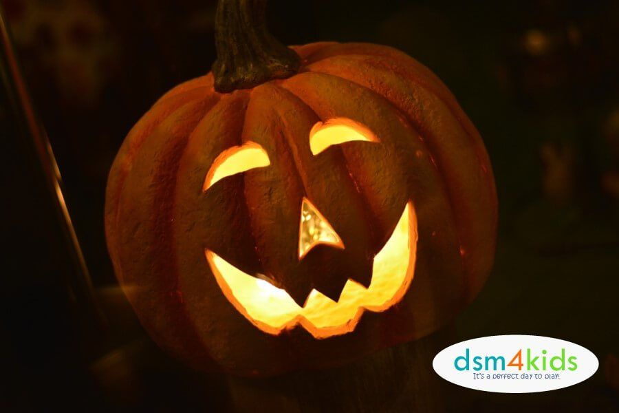31 Ways To Celebrate Halloween With Your Family On October 31st In Des Moines Dsm4kids Halloween Pumpkin Images Halloween Images Halloween Party