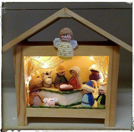 Jetzt eine schöne Krippe mit 11 Krippenfiguren für Weihnachten ...