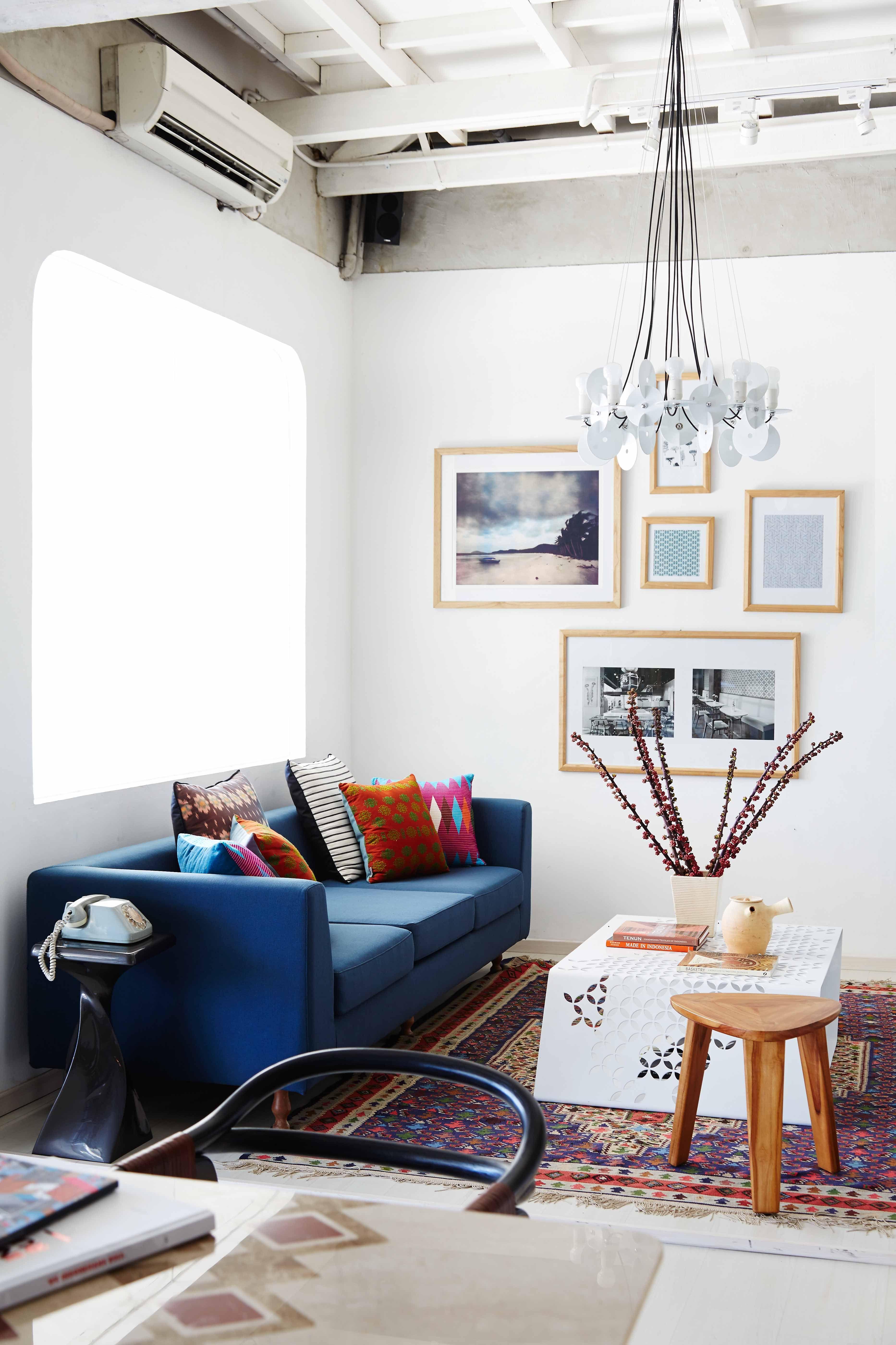 Living room area with Parlay sofa, kawong coffee table, Rananta ...