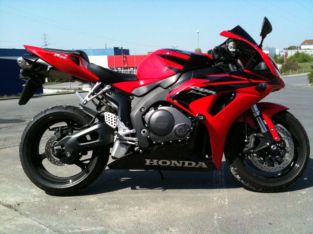 Honda CBR 1000 RR7 Yoshimura imagens)