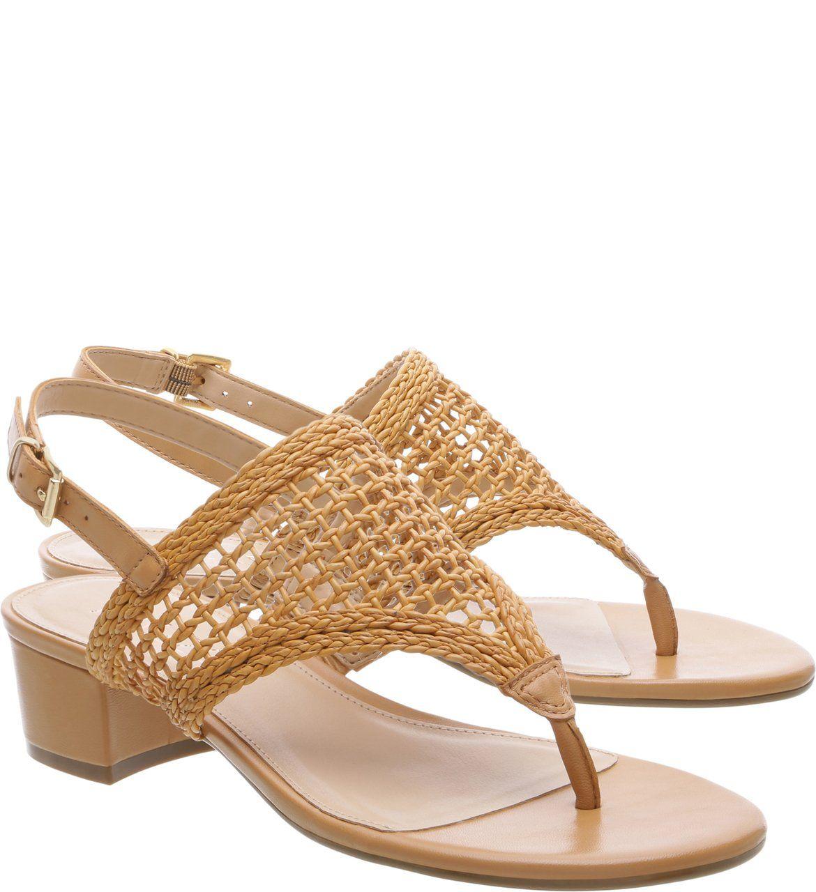 3e5cd3053a A sandália de dedos aberta atrás com salto bloco baixo é confortável e  superfresquinha! Em