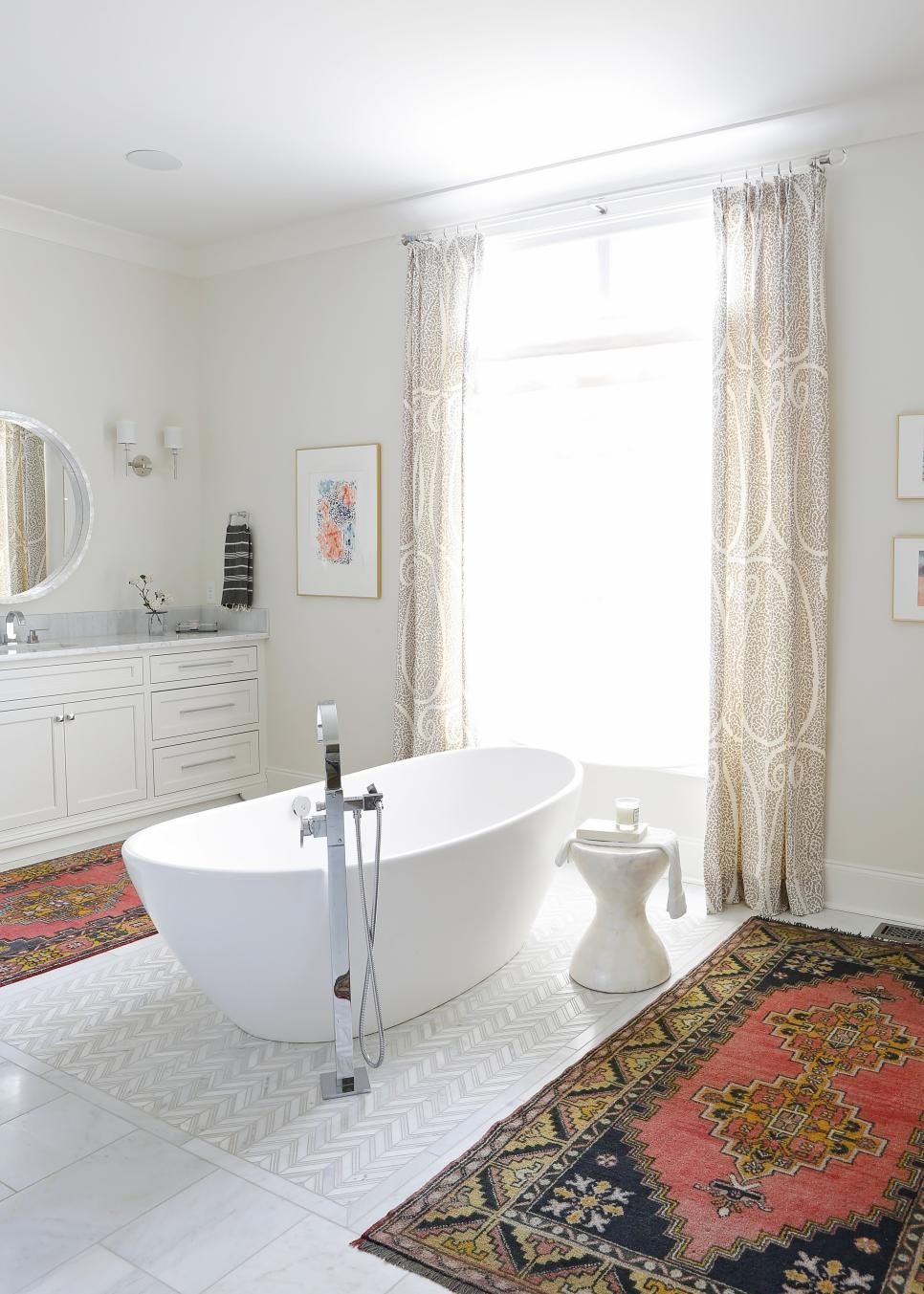This gorgeous spa bathroom takes style pointers from the living room ...