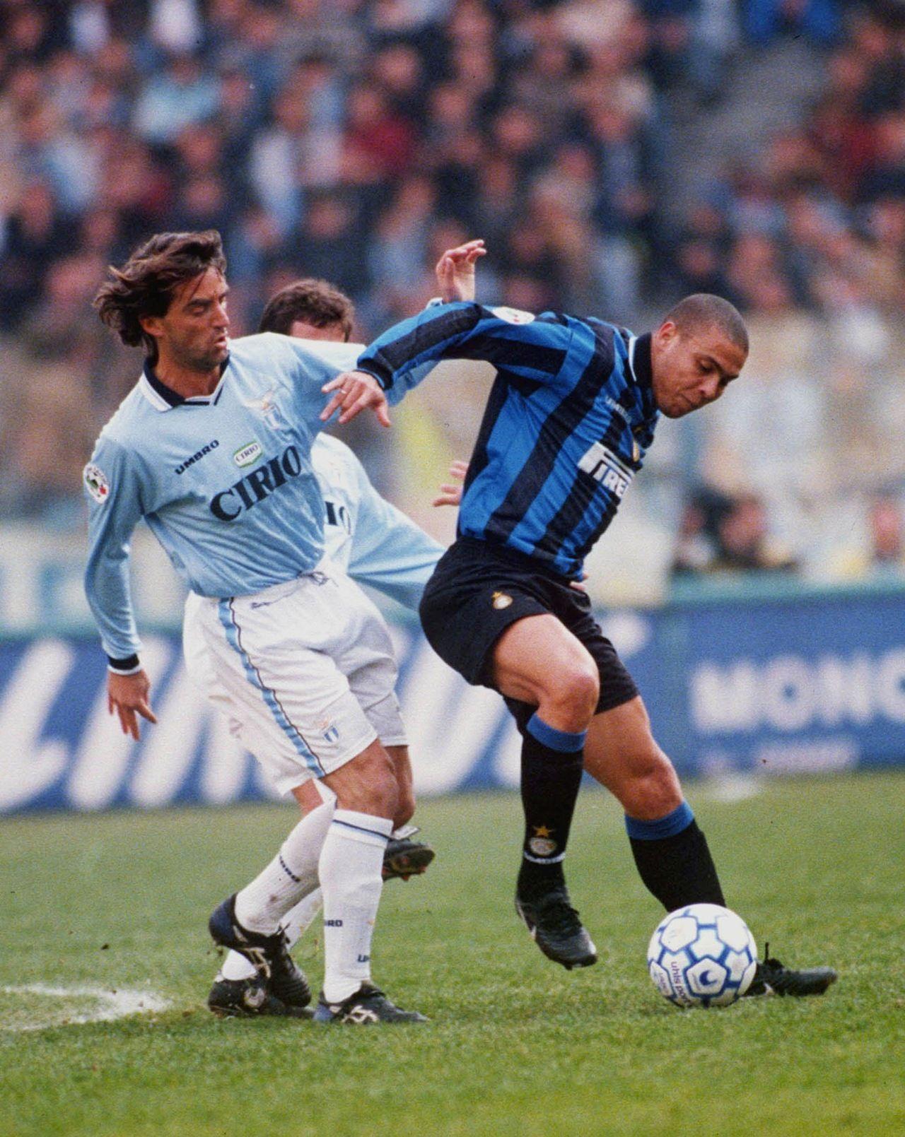 4dbe9b0b48a Ronaldo vs. Roberto Mancini