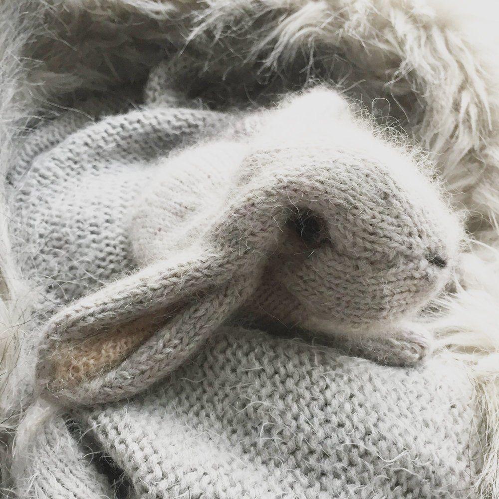 Poochey and Fudge, crochet rabbit pattern | Son's Popkes | 1000x1000