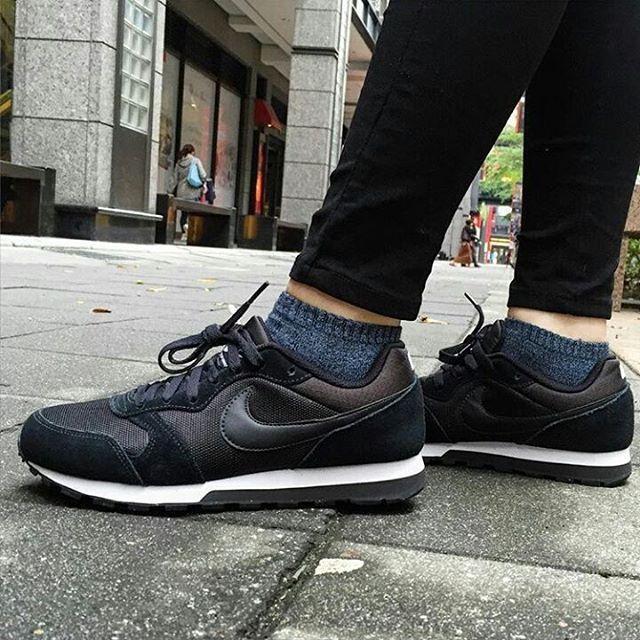 Nike Coureur Md Femmes Noires Et Blanches Robes