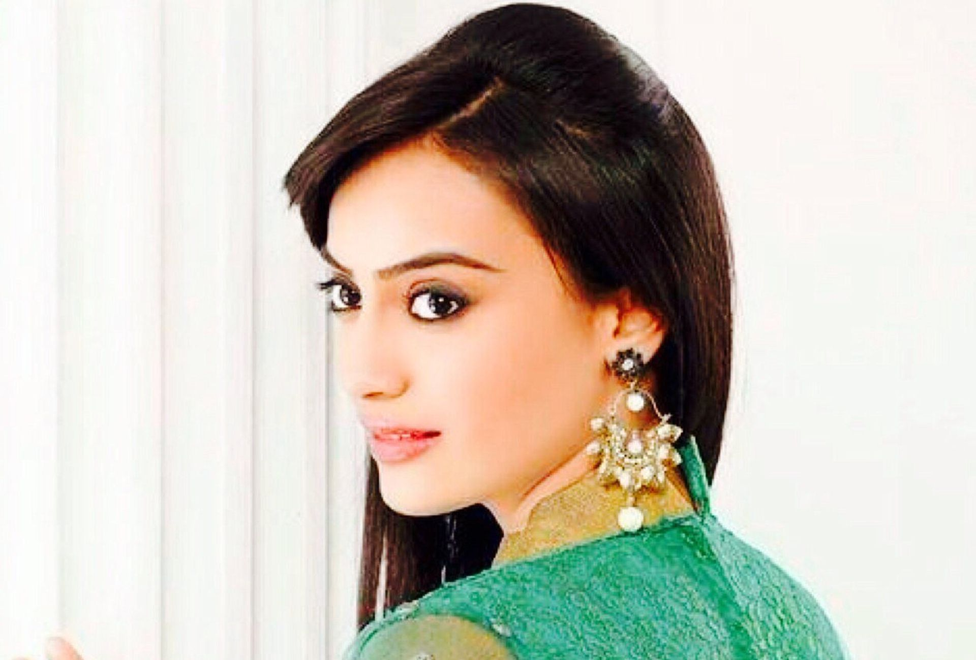 surbhi jyoti height
