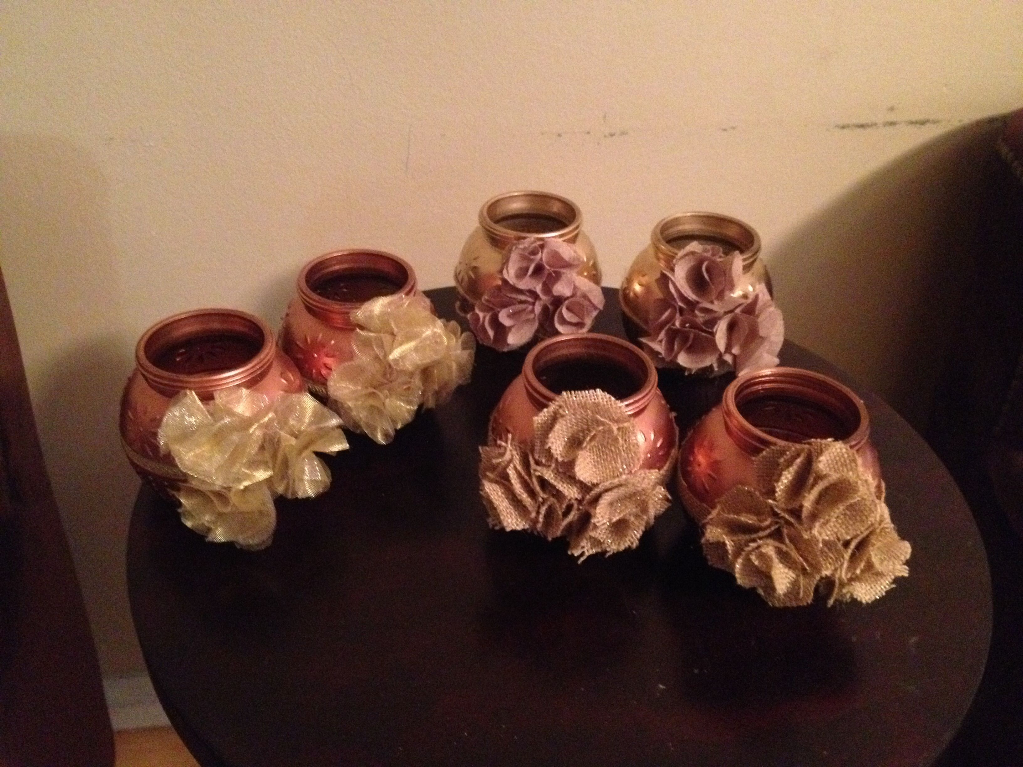 Burlap mason jars with different flowers