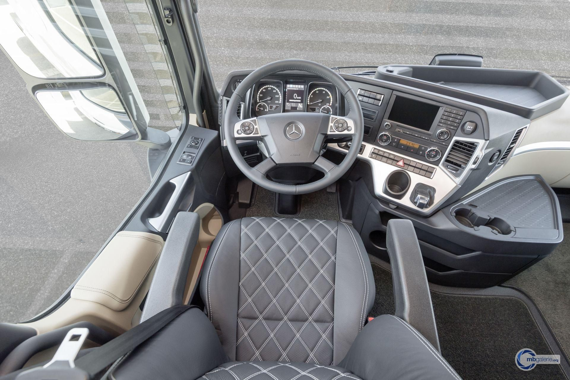 ♥♢♥ Mercedes-Benz Nutzfahrzeuge LKW - Actros (MP4) - mbGalerie on mercedes benz lot, mercedes benz car, mercedes benz amg, mercedes benz lorry, mercedes benz truck, mercedes benz lsi, mercedes benz auto, mercedes benz loo, mercedes benz camion, mercedes benz traktor, mercedes benz log, mercedes benz lic, mercedes benz lim,
