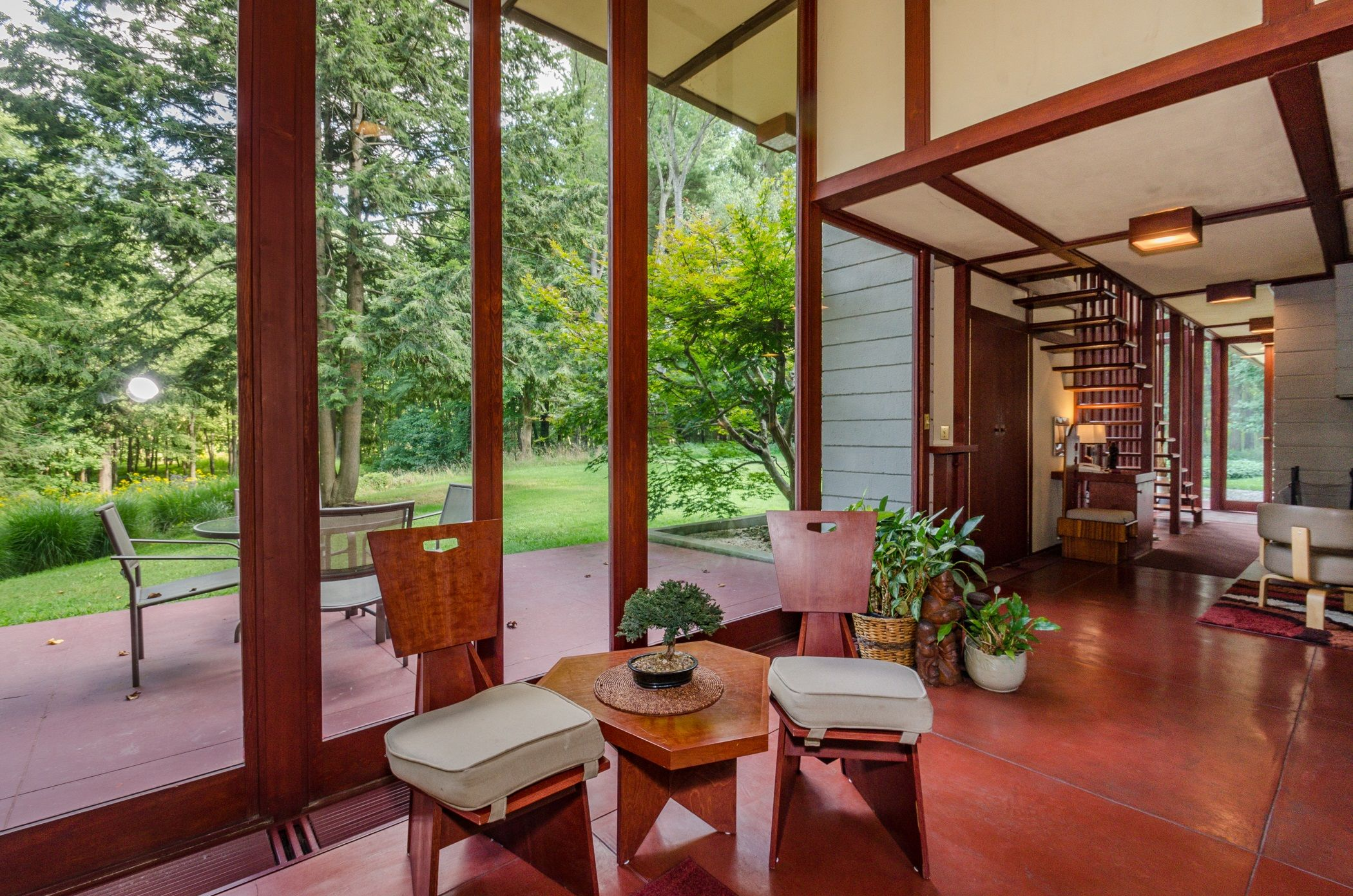 Frank Lloyd Wright Home With Floating Staircase Is For Sale The Louis Penfield Frank Lloyd Wright Design Frank Lloyd Wright Homes Frank Lloyd Wright Interior