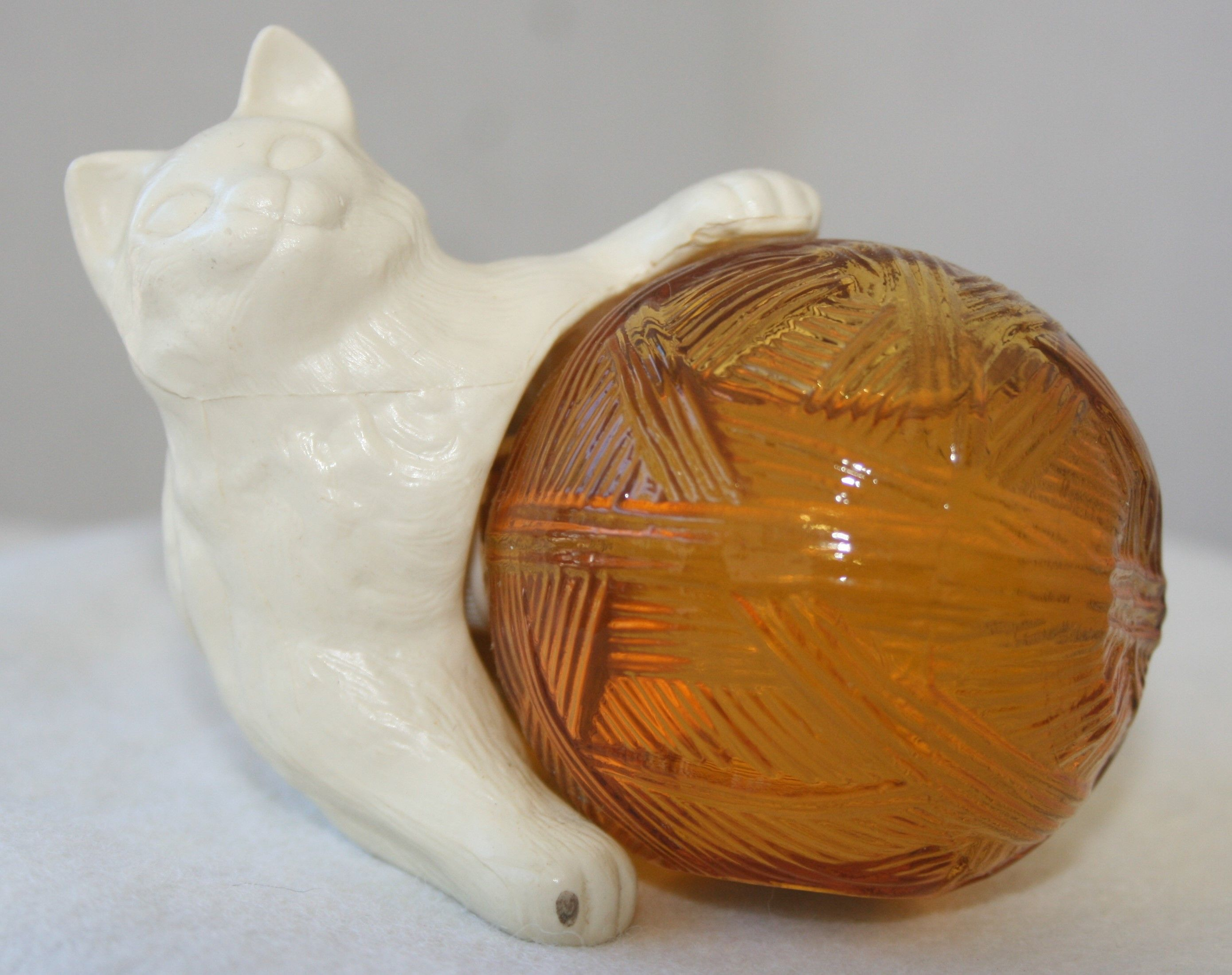 Vintage Avon Kitten Petite Made 1973 1974 1 5 Oz Amber Glass Ball White Plastic Kitty For A Cap Come In Sonnet Or Moonw Vintage Avon Amber Glass Glass Ball