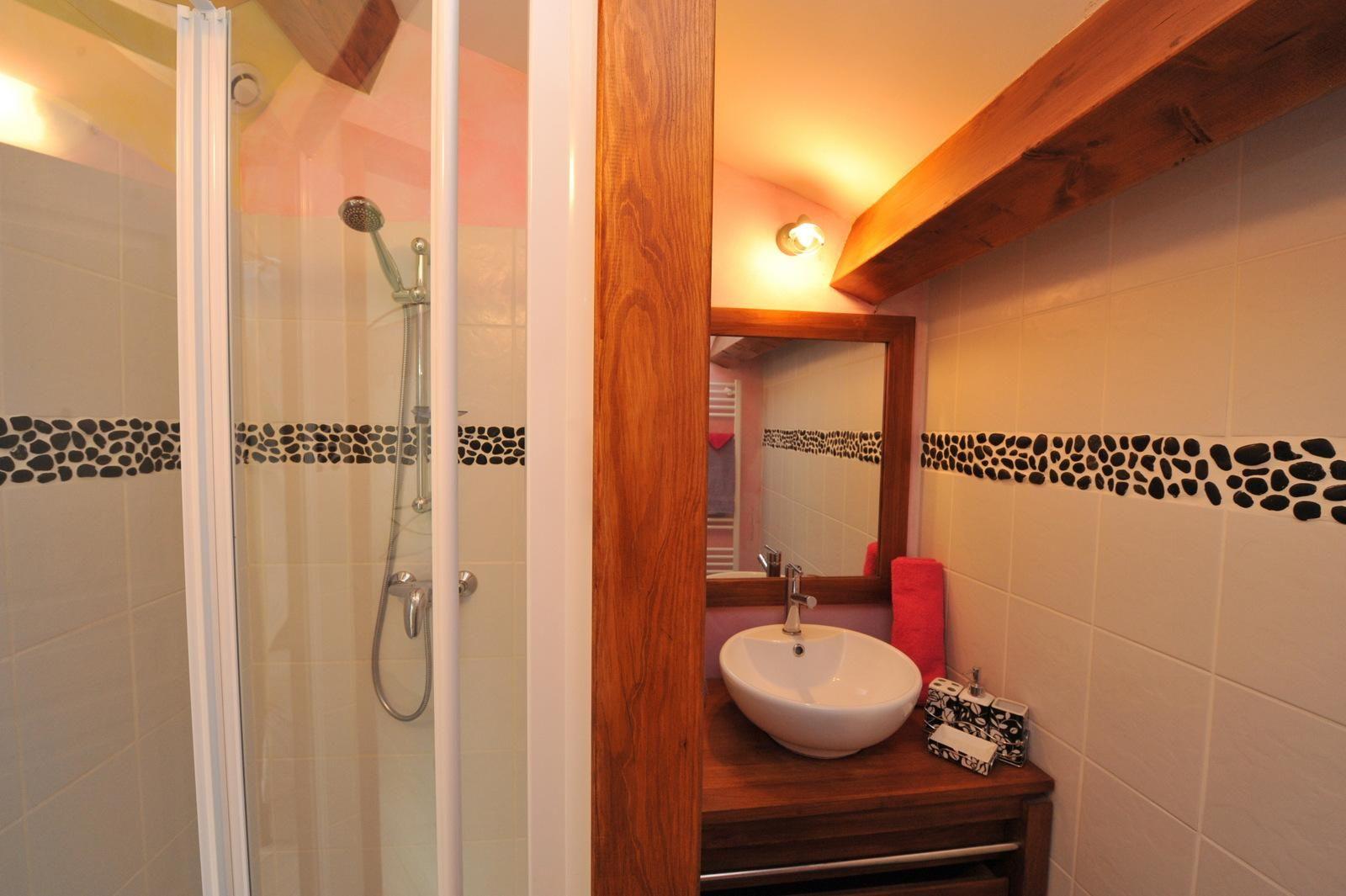 Salle de bain privative pour cette chambre d\'hôte romantique avec ...