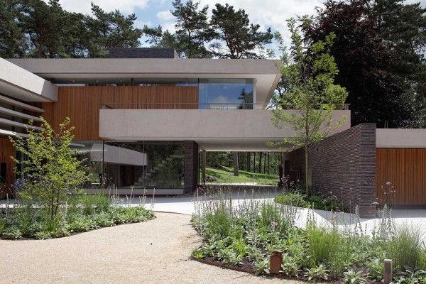 Modern Exterior Complements Its Gorgeous Natural Surroundings - Contemporary-house-architecture-to-get-surroundings-of-nature
