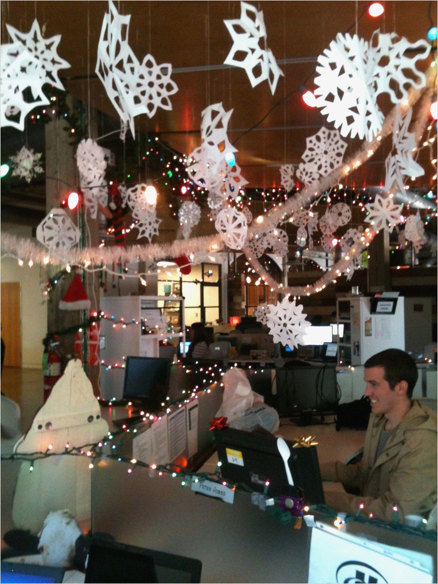 40 Perfect Office Christmas Decor Ideas 18 Office Christmas Decorations Office Christmas Holiday Wall Decor