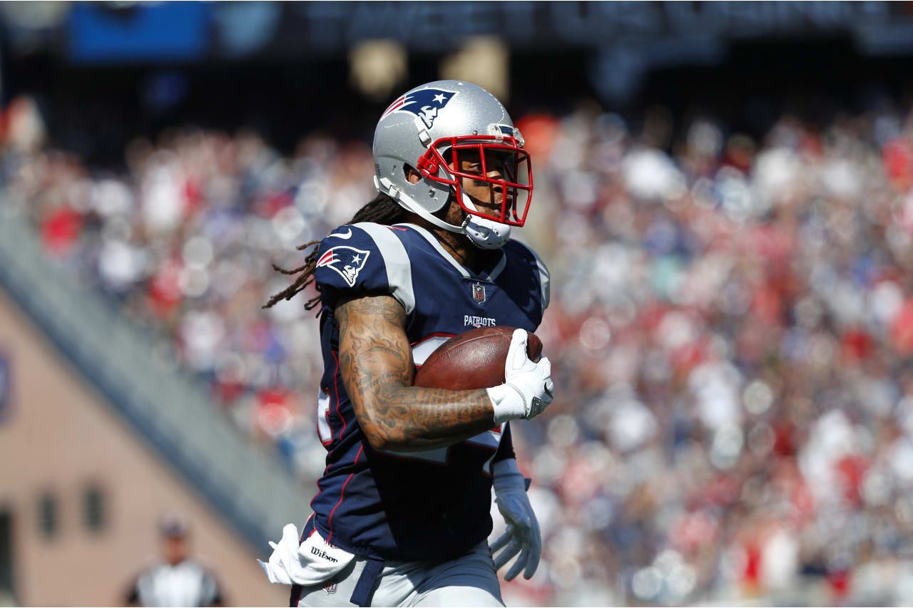 New England Patriots Defensive Back Stephon Gilmore 24 Carries The Ball As He Returns An Interception During A Regular Season Week 3 Nfl Football Game Sportler
