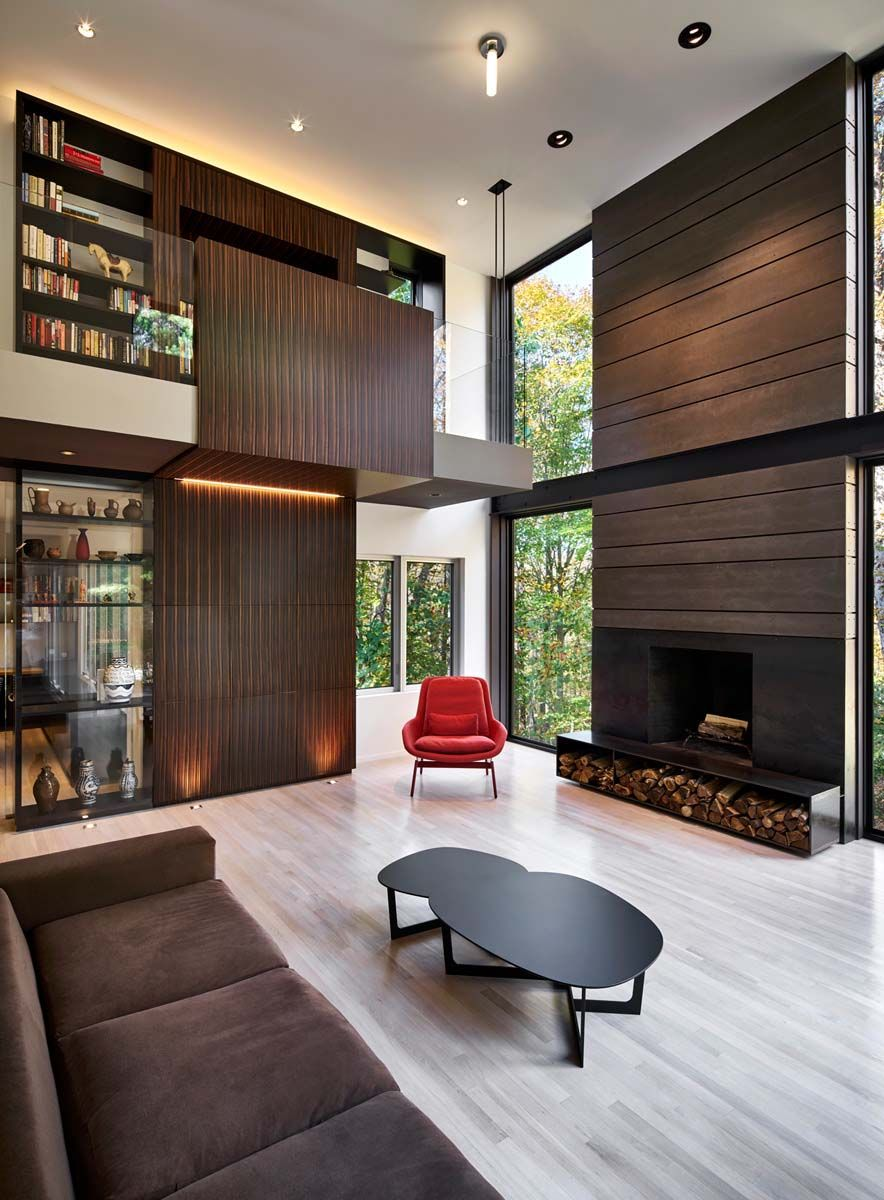 A modern renovation in Maryland soaks in surrounding