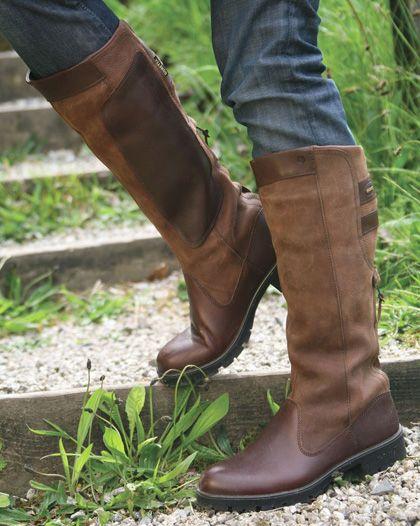 schuhe und stiefel für den hundespaziergang