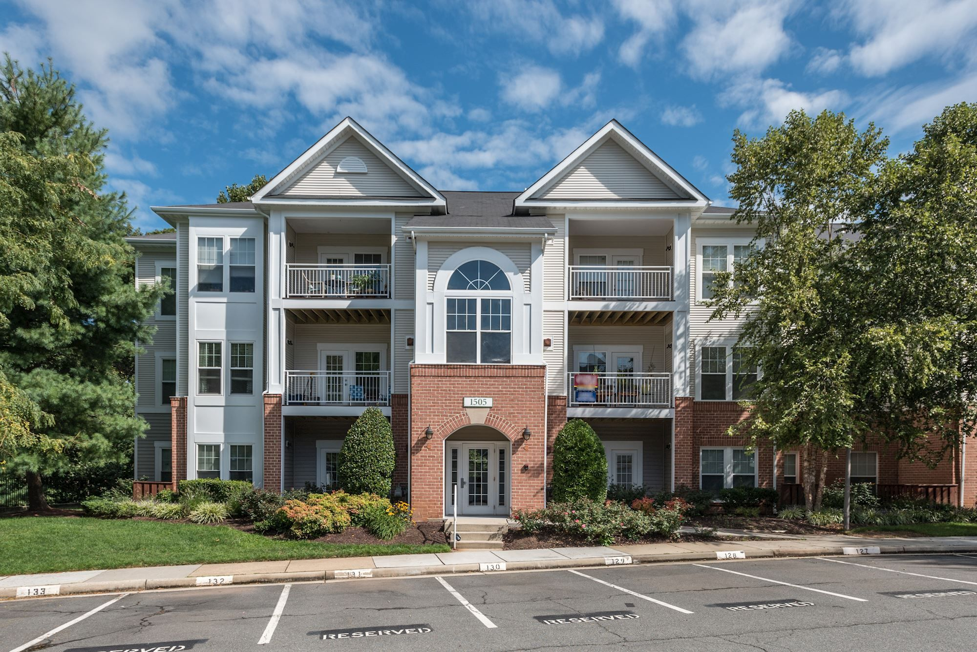 1505 North Point Drive, #202 Reston, VA 20194 List Price: $299,900 September