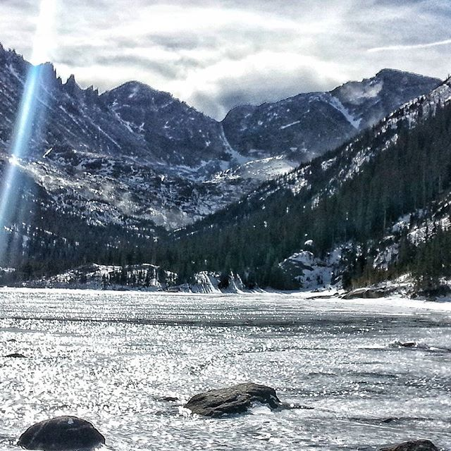 Mills lake from a hike this Thursday It was gorgeous!! #photooftheday #instagood #rmnp #rmnpics #rockymountainnationalpark #millslake #mountains #snowphoto  #snowymountains #lake #frozenlake #naturegram #naturelovers #nationalpark #optoutside #trailchat #hikersofinstagram