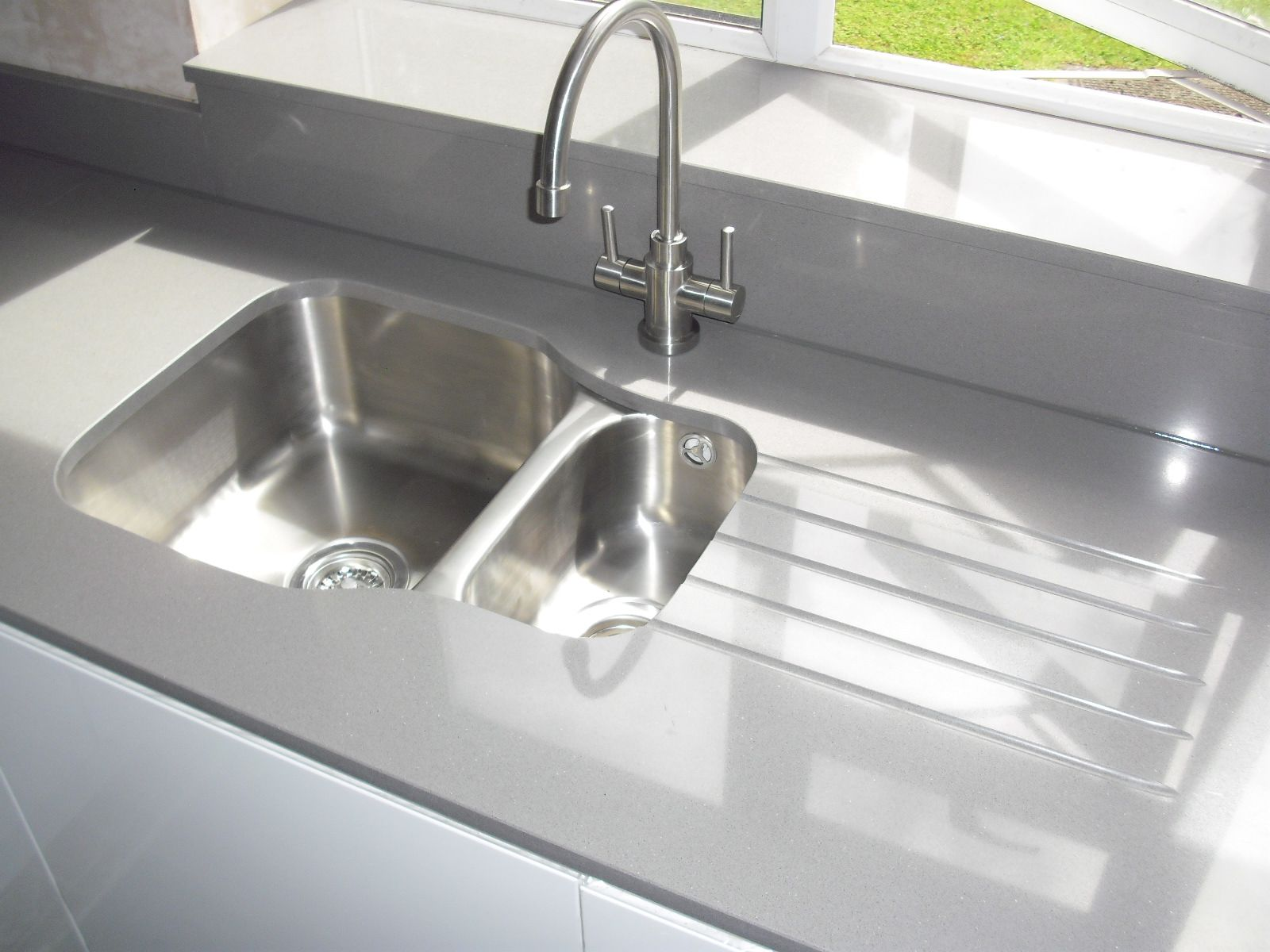 GrisExpo #quartz worktops with #undermount sink, #undersill and ...