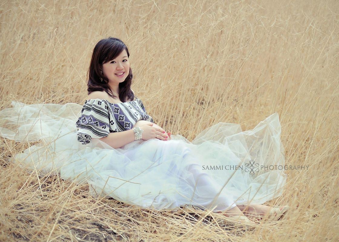 Pregnant wedding dress fail  MaternityueueCarroll L  Photography
