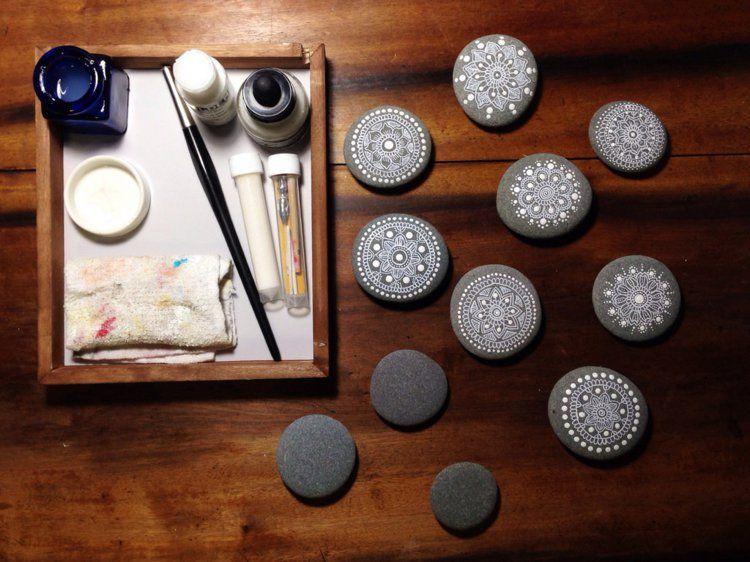 steine bemalen 40 ideen f r originelles basteln mit steinen kinder pinterest steine. Black Bedroom Furniture Sets. Home Design Ideas