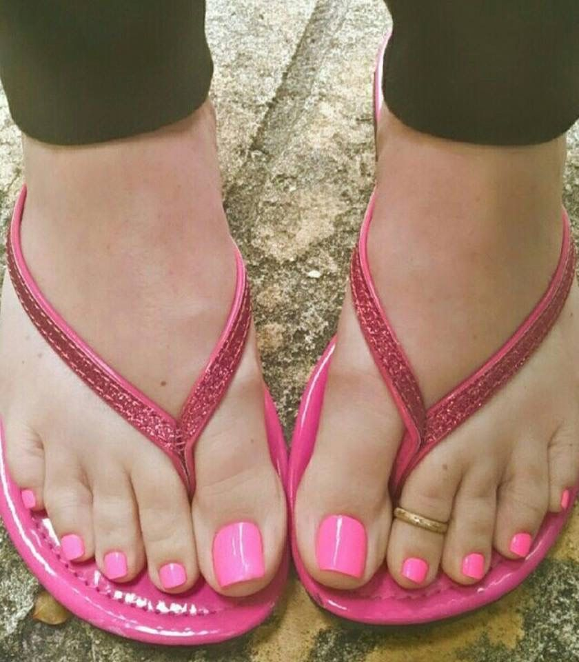 hot naked blondes with pretty pink toes