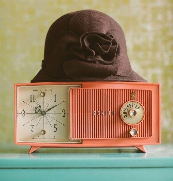 Geçmişten Gelen Ev Dekorasyonu: Saatli Radyo