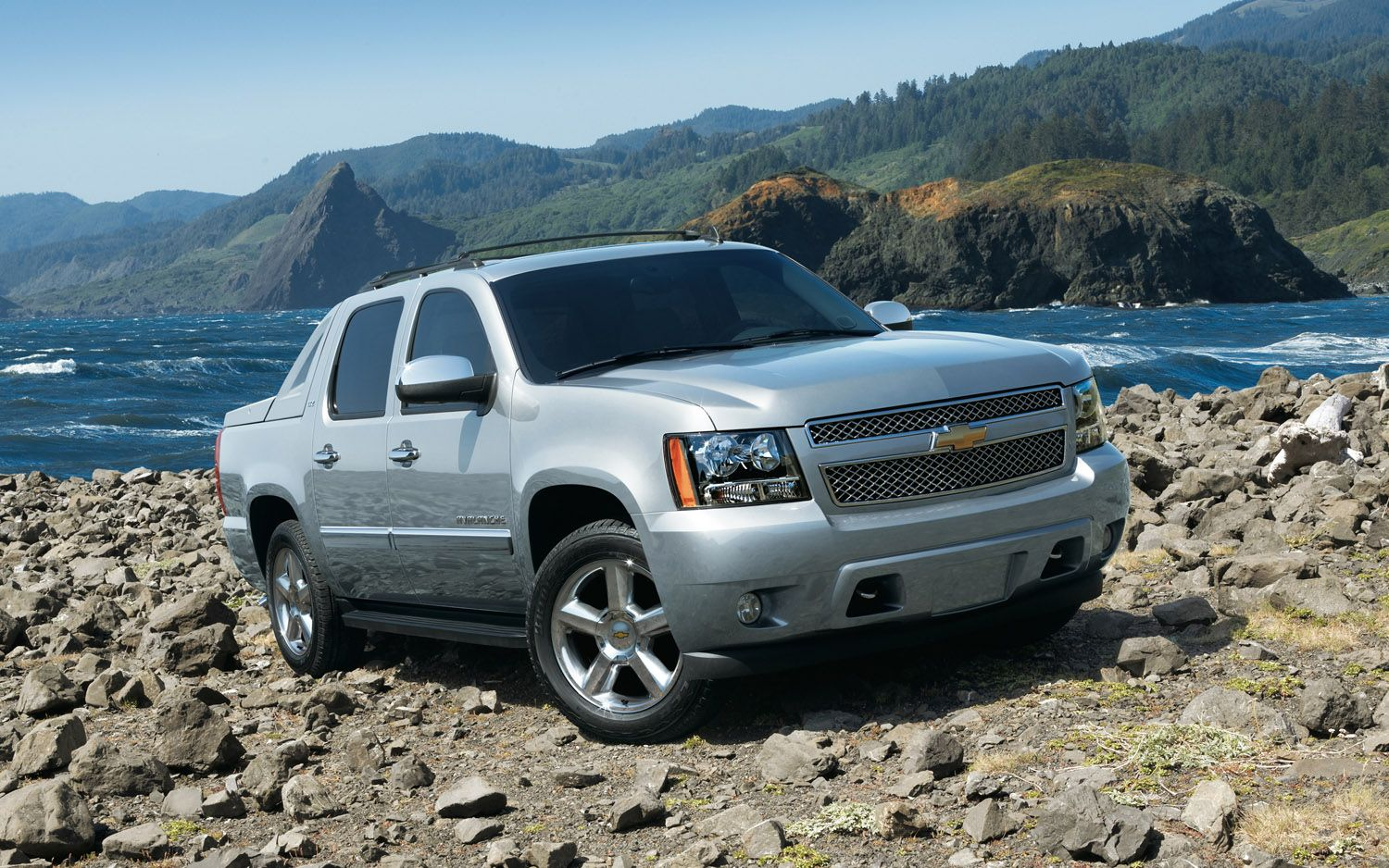 2012 chevrolet avalanche front three quarter photo on january 4