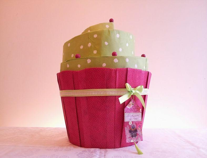 urne de mariage cupcake fait main r alis e en carton et en papier personnalisable dans les. Black Bedroom Furniture Sets. Home Design Ideas