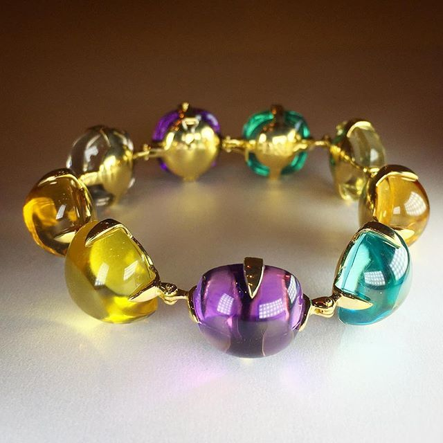 Bracelet by Dario & Peter at Vicenzaoro. #gems #gemstones #bracelet #cabochons  #vicenzaoro #gemobsessed