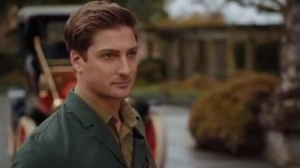 """Janette Stephens on Twitter: """"Be sure to watch @WCTH_TV in 15 mins or you might get a scowl from a certain Mountie! #Hearties @DLissing @erinkrakow http://t.co/ZrJlAHCnkA"""""""