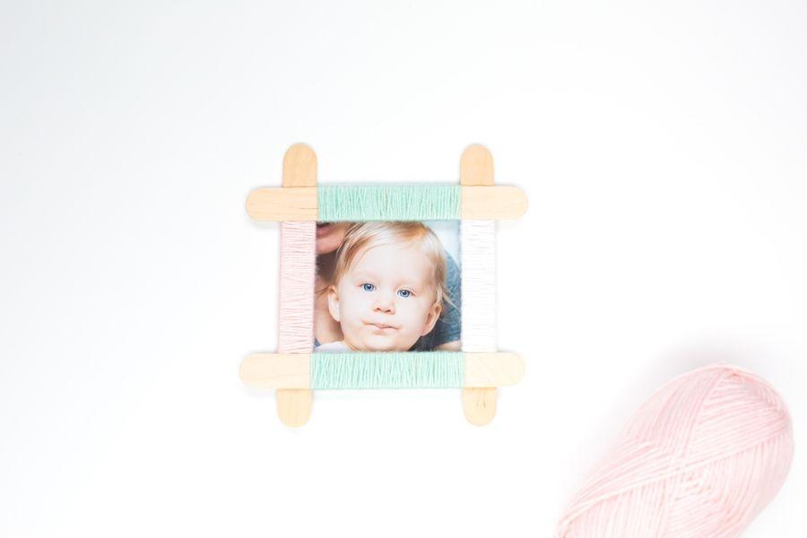 DIY - Basteln mit Kindern: Bilderrahmen aus Eisstielen mit Wolle ...