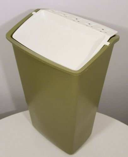 Rubbermaid Vintage Kitchen Trash Can 1970s 1980s In 2020 Kitchen Trash Cans Trash Can Vintage Kitchen