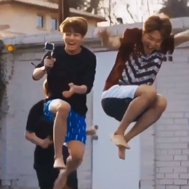 I love Yoongi hyung just watching the kids play with the water 💕😂