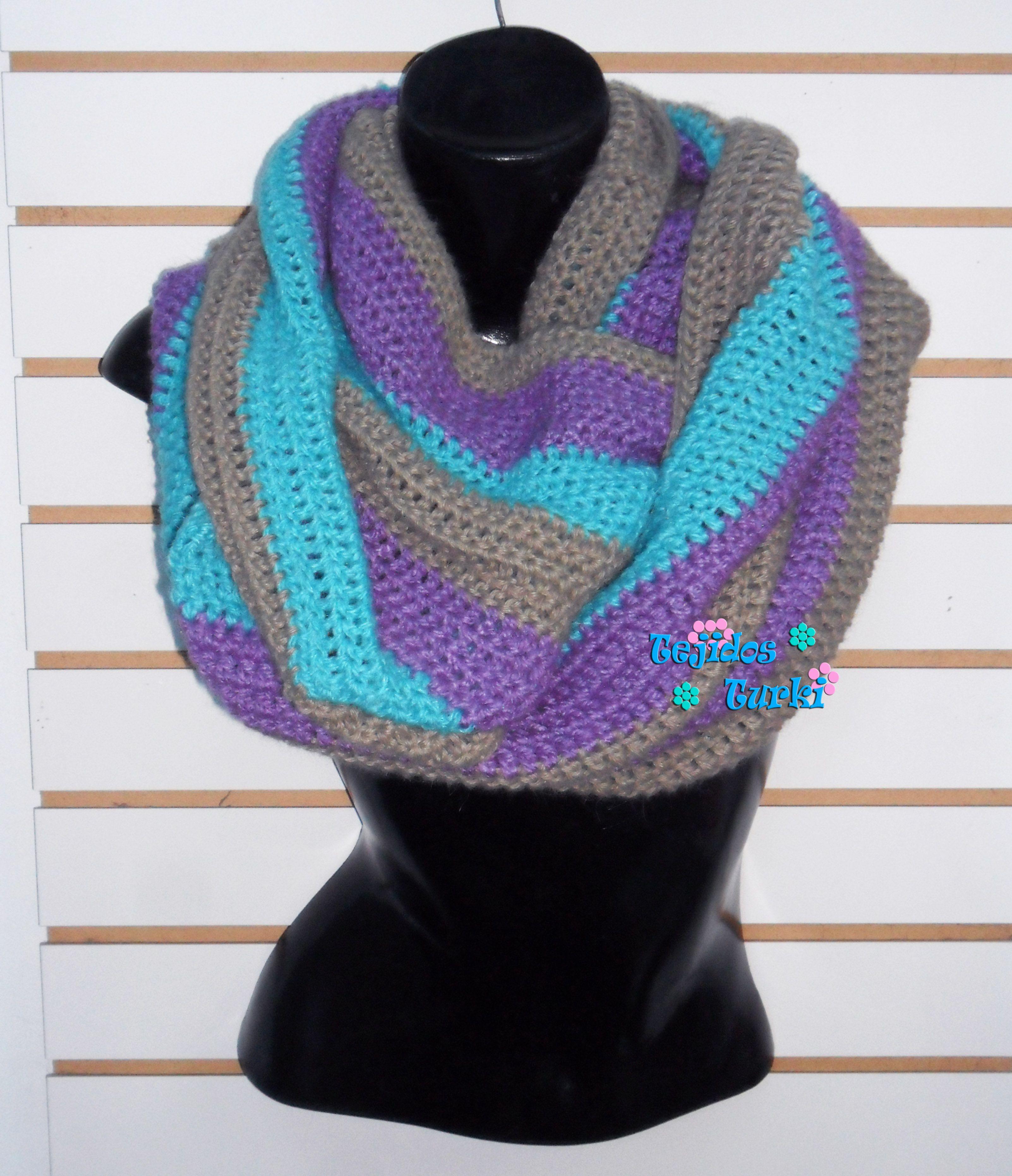 Bufanda circular tejida a crochet.