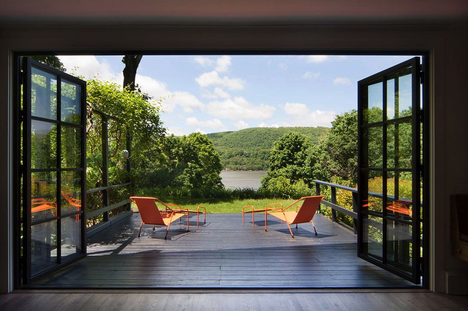 Photo of Fascinating mid-century fashionable cottage with perspectives of the Hudson River