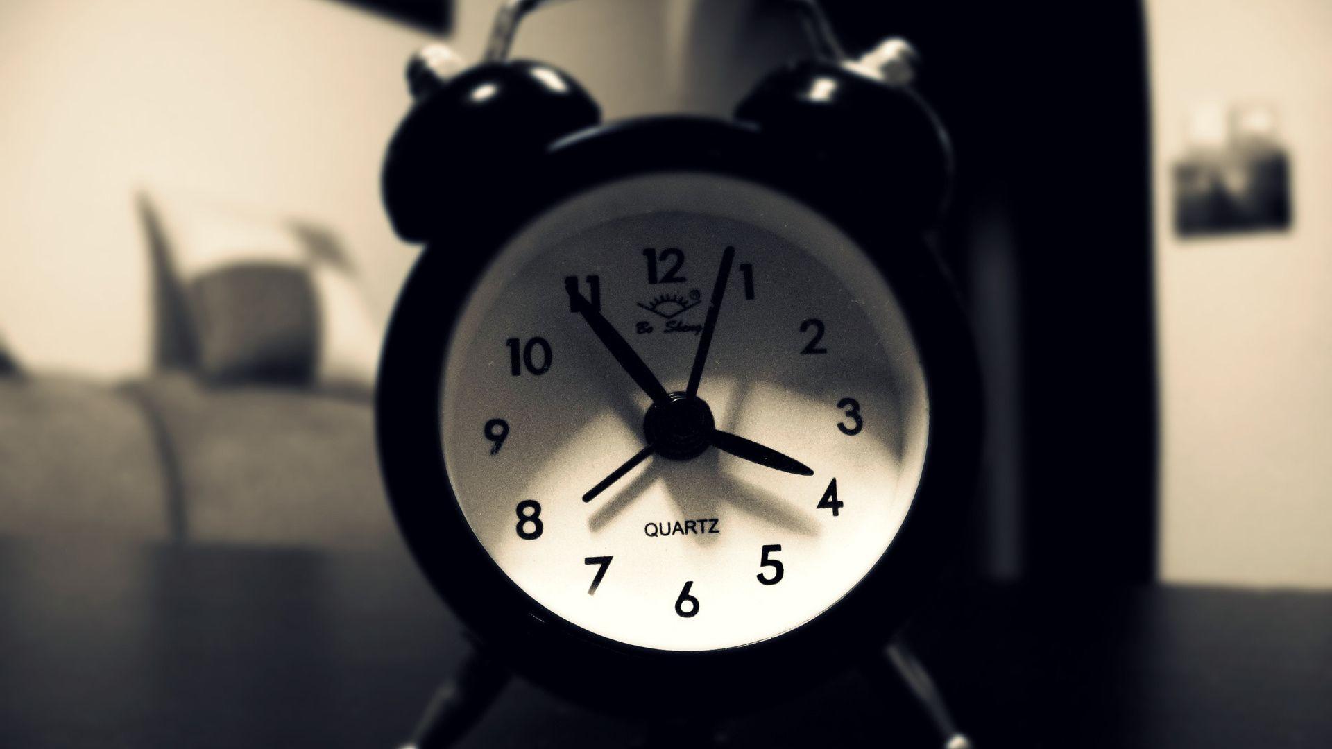 Its 4 O Clock – HD Lock Screen Wallpaper