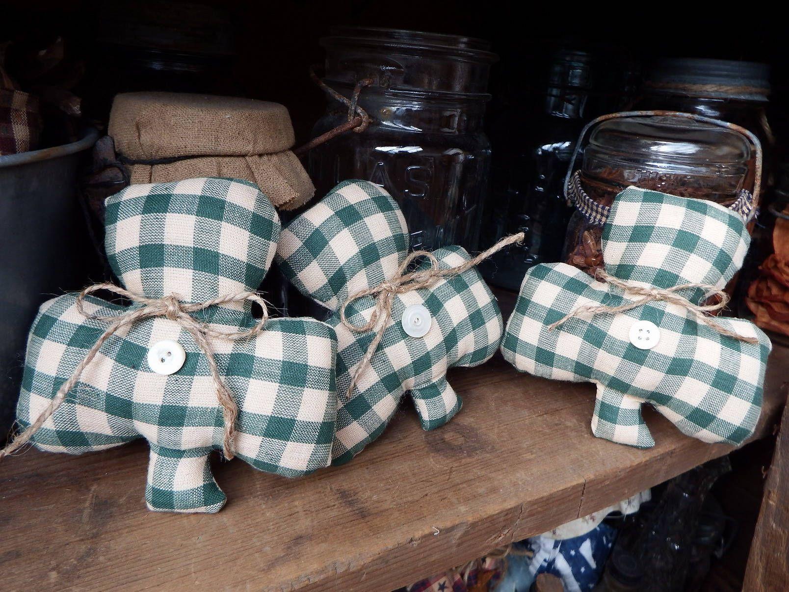 Plaid Ornies Bowl Fillers PrImITive Green Shamrock St Patrick/'s Day Farmhouse