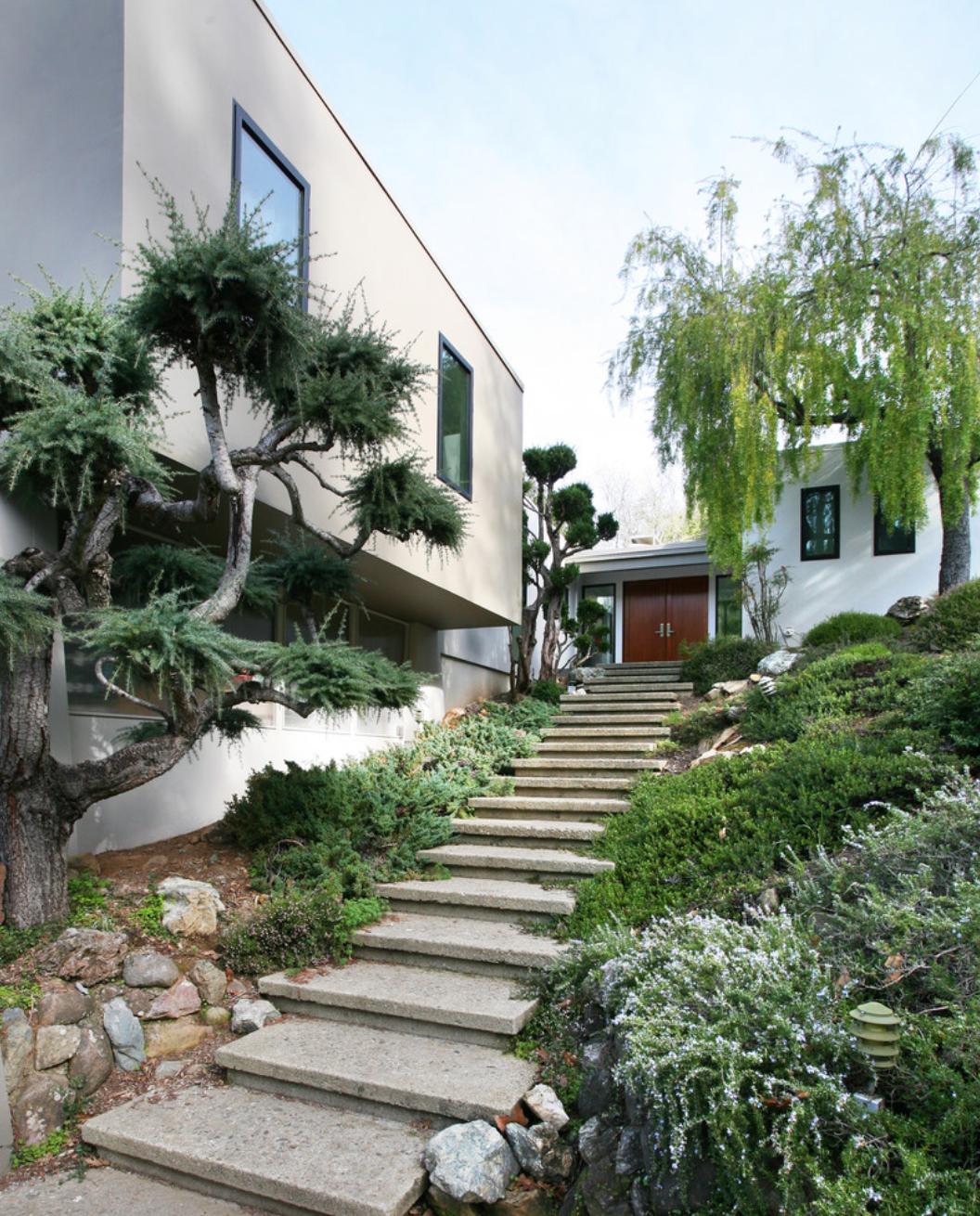 Deep Stairs Down Hill Modern Landscaping Landscape Design Modern Backyard
