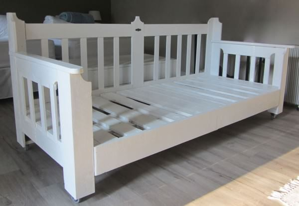 Pallets Day Bed \u2022 Pallet Ideas Bed headboards, Pallets and Bed pallets