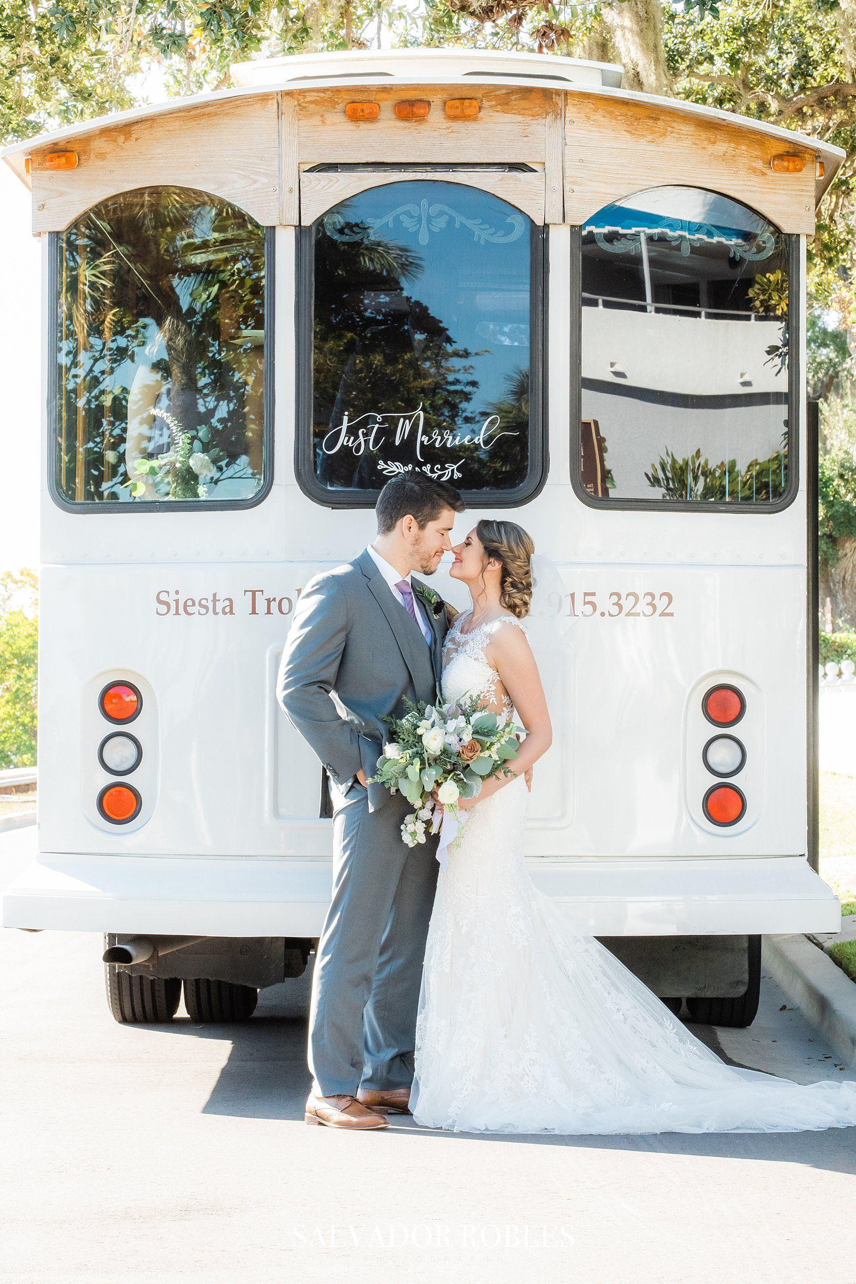 Sarasota Wedding Photographer Salvador Robles Photography Trolley Wedding Photos In 2020 Photography Photographer Wedding Photographers