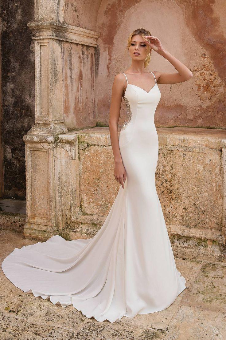 Chanel Redefines Beach Wedding Wear With Haute Couture Bridal Swimsuit Vestido De Novia Sirena Vestidos De Novia Vestido De Novia Elegante
