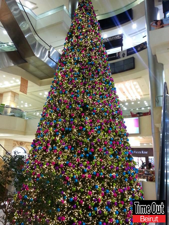 Big Tree Decorations Colofrul Capturexmastob At Le Mall Habtoor Holiday Decor Christmas Decor