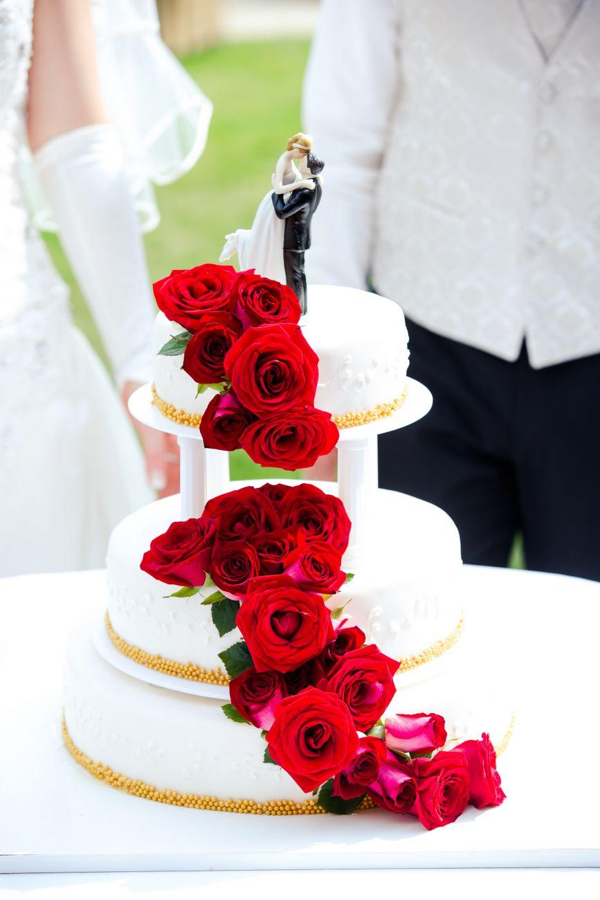 Klassische Hochzeitstorte Weiss Gold Rot Classic Wedding Cake