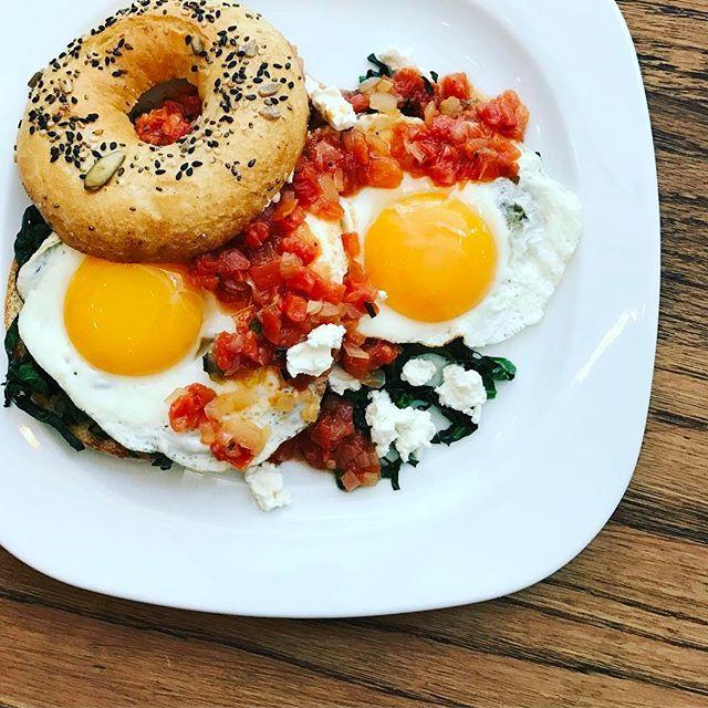 Qué tal un desayuno en Espíritu Sano !!! @espiritusanomx #condesa #amsterdam #food #desayuno #foodstyling #huevos #pan #breakfast #foodie