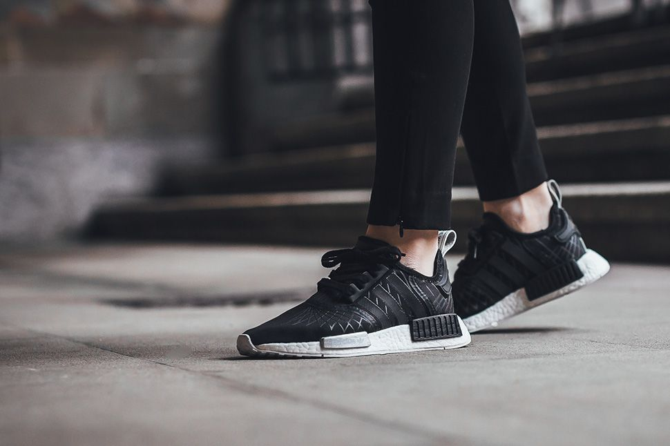 adidas nmd r1 womens Black