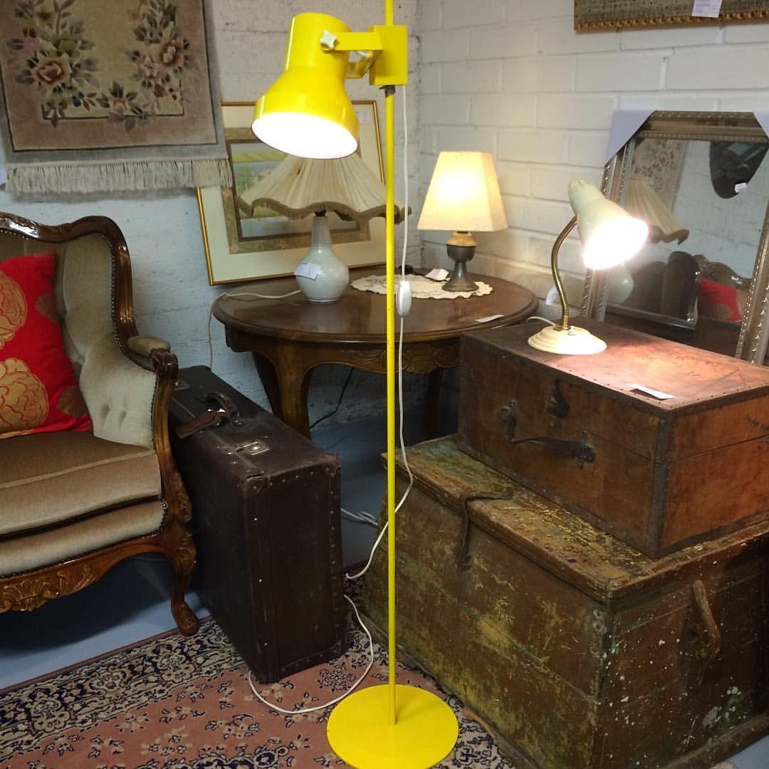 #keltainen #retro #jalkalamppu 37€ #lahti #kirpputori #kirpputorikisälli #antiikki #antiikkikauppa #juhokusti #vintage #valaisin 70-l. #lamppu (paikassa Kirpputori Kisälli) lamppumyyty